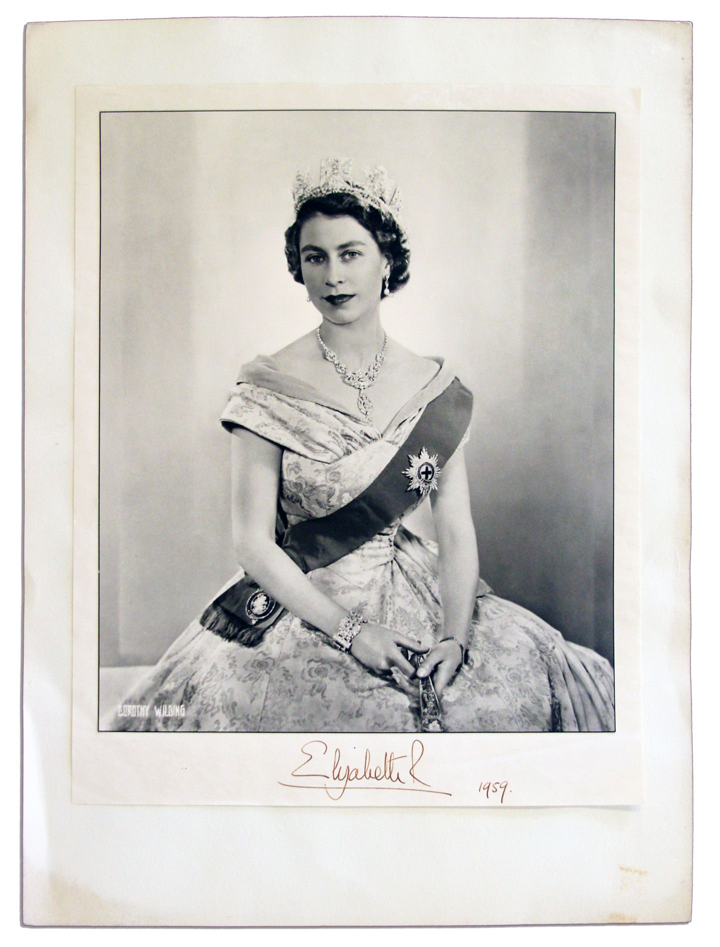 lot detail queen elizabeth s official coronation photo signed in 1959 official coronation photo signed in 1959
