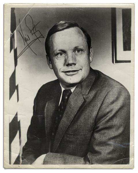Excellent Neil Armstrong 8'' x 10'' Signed Photo -- Uninscribed