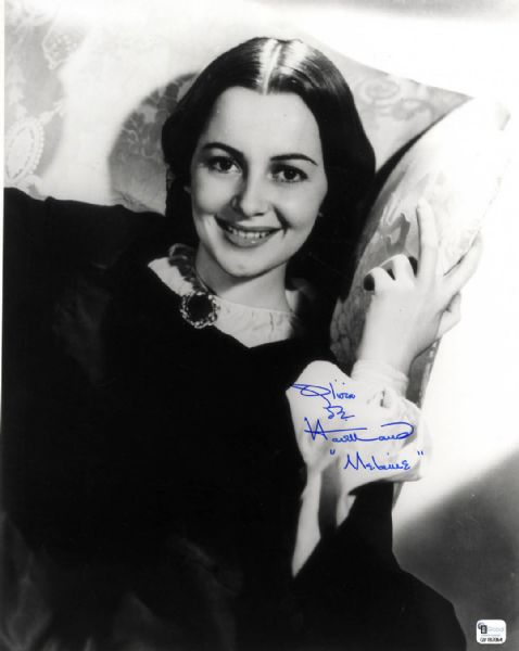 Large Olivia de Havilland Signed 11'' x 14'' Photo as ''Melanie'' in ''Gone With the Wind''