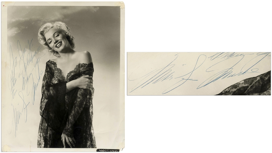 Gorgeous Marilyn Monroe Signed Photo Measuring 8.25'' x 10''