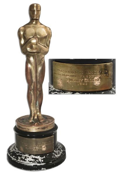 Watch further 1302 Trofeo Oscar also Report Lupita Nyong O Has An Oops Moment On Oscar Stage 2063336 furthermore 1132086 Oscar Award Full Height also Awards. on the oscar trophy