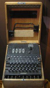 Naval_ENIGMA_machine_(3317898024) Enigma M4