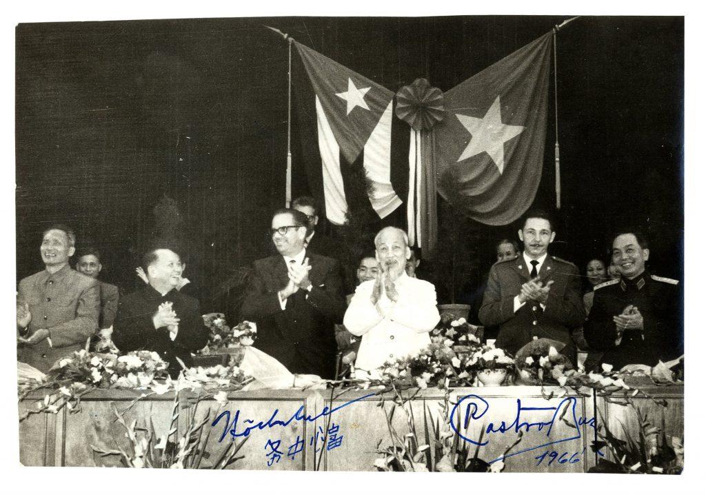 Deng Yingchao autograph